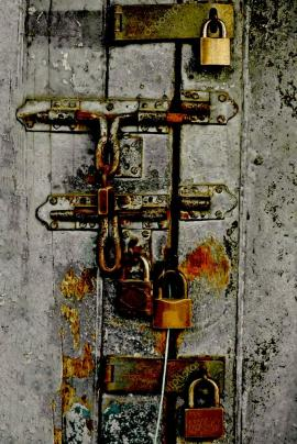 depositphotos_73838777-stock-photo-door-with-many-rusty-locks.jpg